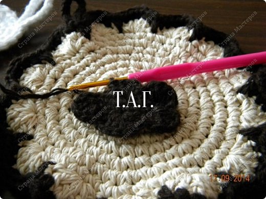 Мастер-класс Поделка изделие Новый год Вязание Вязание крючком Облачко на ножках бегает по дорожке  Бусины Клей Нитки Пряжа фото 17