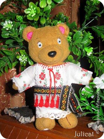 """Здравствуйте, дорогие жители и гости """"Страны Мастеров""""! Давно не виделись)  С удовольствием представляю Вашему вниманию мою последнюю работу - народный украинский костюм для моей любимой Мишутки Даринки. Надеюсь, что Вы уже знакомы с ней и ее уютным домиком. Если нет - Добро пожаловать в гости http://stranamasterov.ru/node/713606 фото 2"""