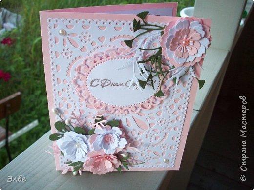 """Этим летом сделала несколько свадебных открыток. Началось с того, что сестру пригласили на свадьбу к знакомой, а она на работе показала мою открытку коллегам.  Так я впервые получила заказ. Но все хотели """"такую же"""". Я, конечно, кое-что меняла, но всё же они очень похожи. фото 16"""