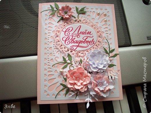 """Этим летом сделала несколько свадебных открыток. Началось с того, что сестру пригласили на свадьбу к знакомой, а она на работе показала мою открытку коллегам.  Так я впервые получила заказ. Но все хотели """"такую же"""". Я, конечно, кое-что меняла, но всё же они очень похожи. фото 1"""