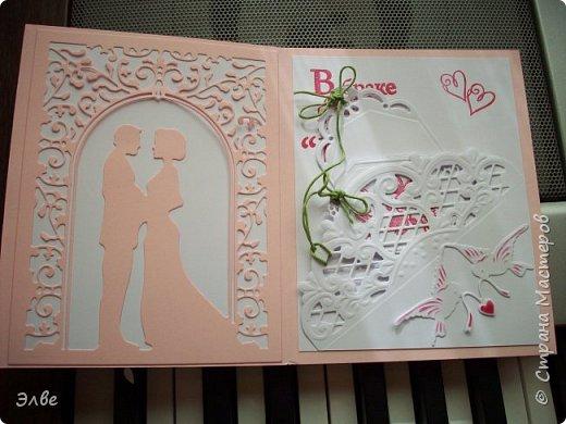 """Этим летом сделала несколько свадебных открыток. Началось с того, что сестру пригласили на свадьбу к знакомой, а она на работе показала мою открытку коллегам.  Так я впервые получила заказ. Но все хотели """"такую же"""". Я, конечно, кое-что меняла, но всё же они очень похожи. фото 2"""