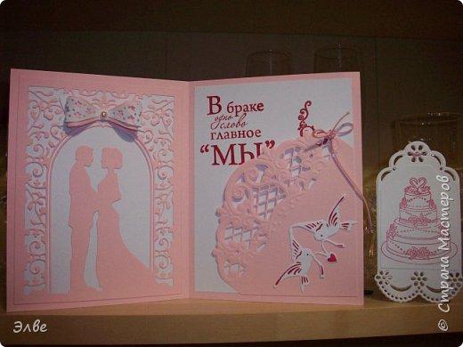 """Этим летом сделала несколько свадебных открыток. Началось с того, что сестру пригласили на свадьбу к знакомой, а она на работе показала мою открытку коллегам.  Так я впервые получила заказ. Но все хотели """"такую же"""". Я, конечно, кое-что меняла, но всё же они очень похожи. фото 12"""