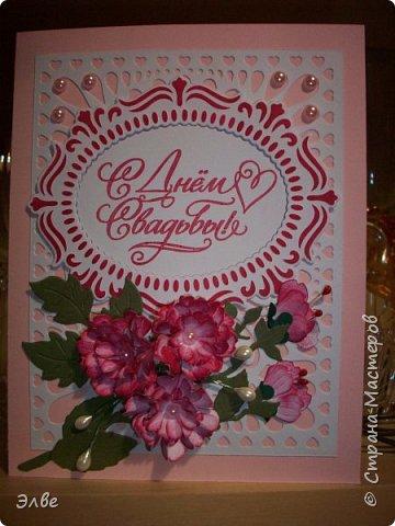 """Этим летом сделала несколько свадебных открыток. Началось с того, что сестру пригласили на свадьбу к знакомой, а она на работе показала мою открытку коллегам.  Так я впервые получила заказ. Но все хотели """"такую же"""". Я, конечно, кое-что меняла, но всё же они очень похожи. фото 10"""
