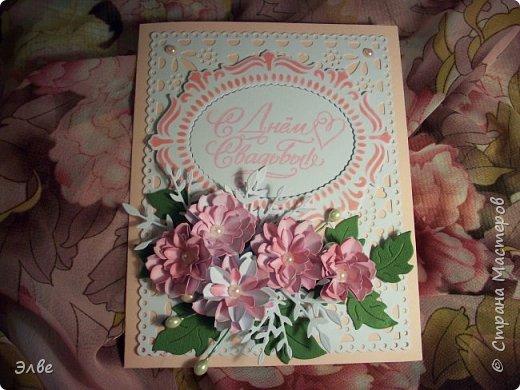 """Этим летом сделала несколько свадебных открыток. Началось с того, что сестру пригласили на свадьбу к знакомой, а она на работе показала мою открытку коллегам.  Так я впервые получила заказ. Но все хотели """"такую же"""". Я, конечно, кое-что меняла, но всё же они очень похожи. фото 13"""