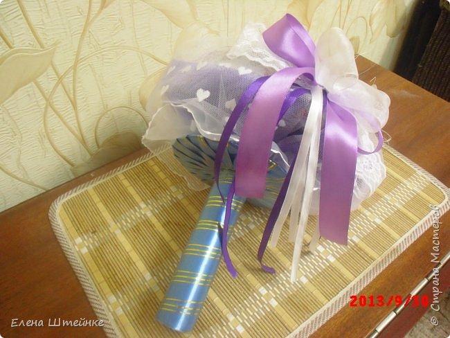 Мои первые букеты из конфет. Делала их правда еще год назад, но почему то забыла выложить..  фото 10