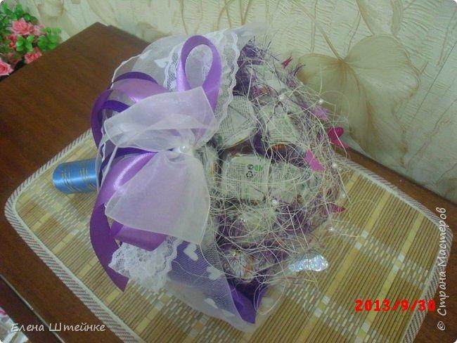 Мои первые букеты из конфет. Делала их правда еще год назад, но почему то забыла выложить..  фото 11