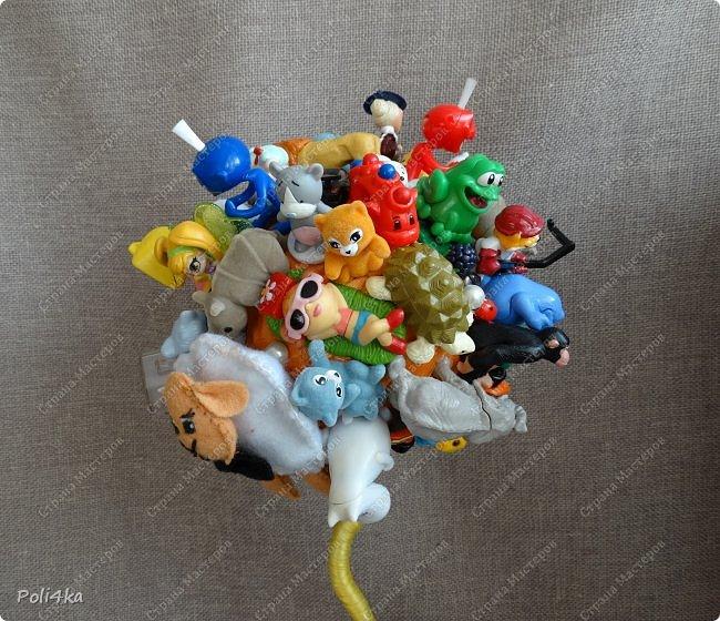 Детский топиарий из киндер игрушек