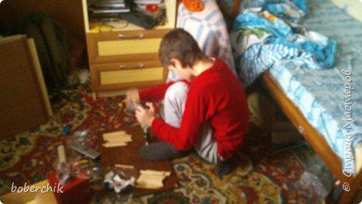 """Отдали нам как то палочки от мороженного. Старшему сыну было 11 лет... Покрутил их в руках и унес """"колдовать"""" над ними ))) Не говорил что это будет пока работу не закончил! Вот что получилось фото 3"""
