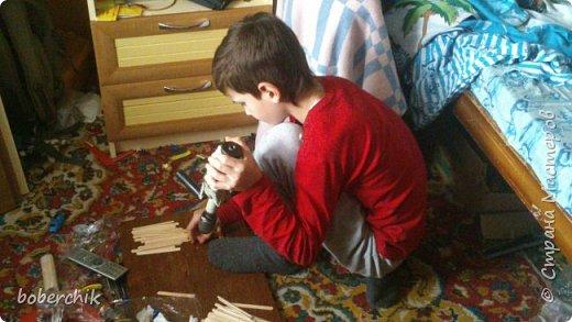 """Отдали нам как то палочки от мороженного. Старшему сыну было 11 лет... Покрутил их в руках и унес """"колдовать"""" над ними ))) Не говорил что это будет пока работу не закончил! Вот что получилось фото 4"""