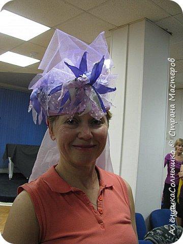Подбежала Галя Авдеева на репетиции ко мне, дай, говорит, шляпу примерить? Под сиреневую мою футболку подходит :-) Хотя знала, что шляпа - для Лены Косенко сделана была! фото 49
