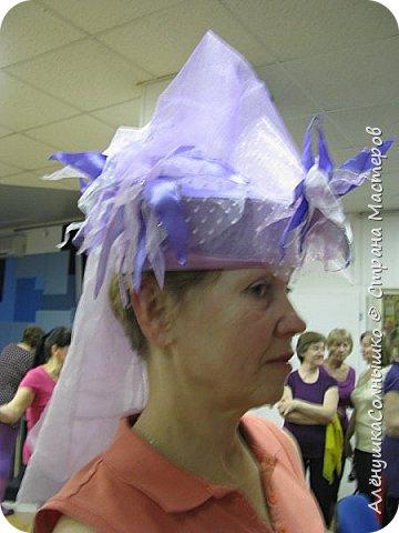 Подбежала Галя Авдеева на репетиции ко мне, дай, говорит, шляпу примерить? Под сиреневую мою футболку подходит :-) Хотя знала, что шляпа - для Лены Косенко сделана была! фото 50