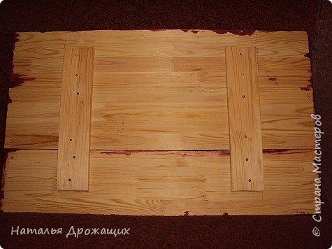 Стол из того, что было, а было остатки от строительства лестницы:      5 штук гладеньких дощечек называемых подступенниками длиной 1м. шириной 20 см. и 4 штуки балясины.  фото 10