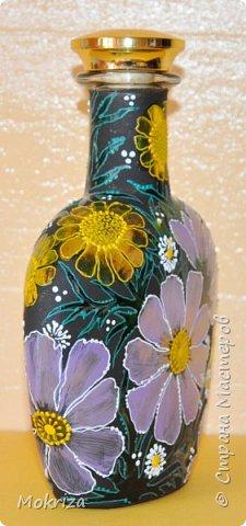 Материалы:  стеклянная бутылка акриловые и витражные краски кисти лак фото 3
