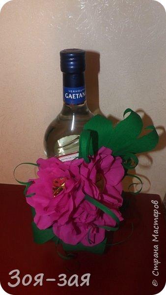 Этими бутылочками с горячительными напитками мы поздравляли наших музчин с 23 февраля.)))Внутри цветочка-конфетка(закусь))))) фото 4