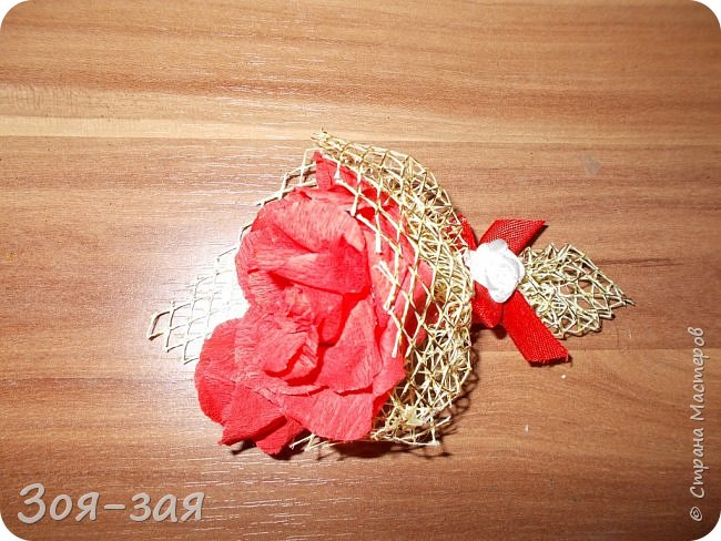 Этими бутылочками с горячительными напитками мы поздравляли наших музчин с 23 февраля.)))Внутри цветочка-конфетка(закусь))))) фото 17