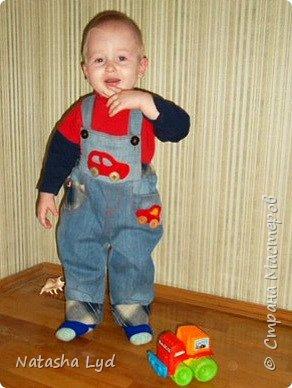 Вопрос - Что можно сделать имея старые джинсы, рубашку, маленького мальчика и немного фантазии? Ответ - комбинезон для маленького мальчика. фото 1