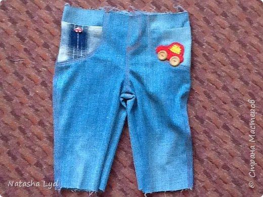 Вопрос - Что можно сделать имея старые джинсы, рубашку, маленького мальчика и немного фантазии? Ответ - комбинезон для маленького мальчика. фото 10