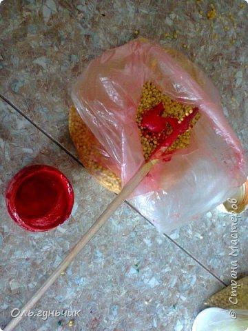 Попросили в садике сделать поделку из природного материала...Сын насобирал большой пакет желудей и насушил листья)) ну как не сделать...Вот такая лесная полянка у меня получилась))) фото 13