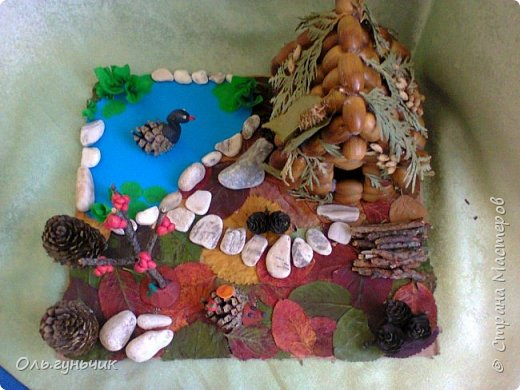 Попросили в садике сделать поделку из природного материала...Сын насобирал большой пакет желудей и насушил листья)) ну как не сделать...Вот такая лесная полянка у меня получилась))) фото 2
