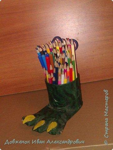 Лапа чудовища  - подставка для школьных принадлежностей