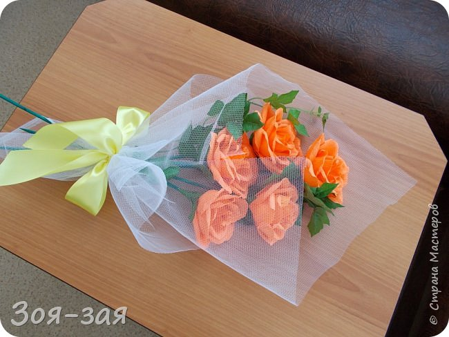 Этими бутылочками с горячительными напитками мы поздравляли наших музчин с 23 февраля.)))Внутри цветочка-конфетка(закусь))))) фото 19