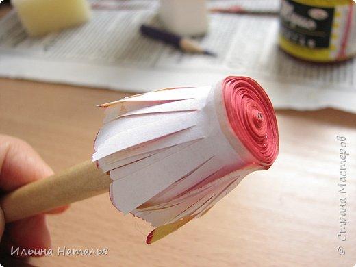 Мастер-класс День учителя Квиллинг Квиллинг-цветочек с карандашиком Бумага Карандаш Клей Краска фото 23