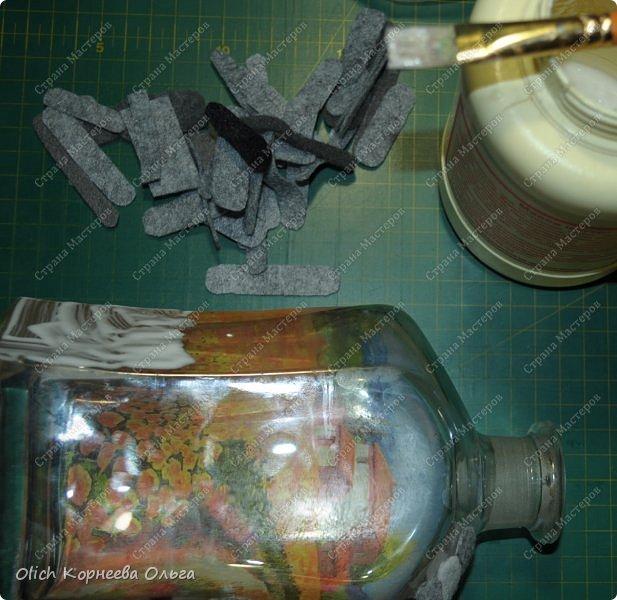Декор предметов Мастер-класс Аппликация Декупаж Имитация камня фетром Бутылки стеклянные Клей Краска Салфетки Фетр фото 16