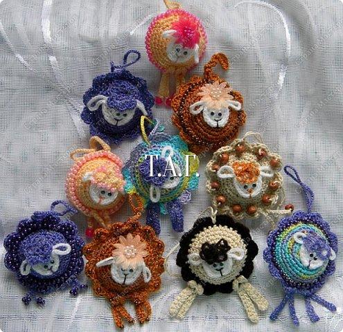 Мастер-класс Поделка изделие Новый год Вязание крючком Игольница Овечка Бусины Клей Нитки Пряжа фото 1