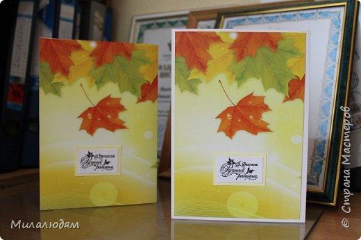Здравствуйте все, не болейте и процветайте! Обожаю осень! столько красок - настоящий праздник! И осенью у меня много именинников и друзей, и родни, и коллег. Не успеваю разгребаться. Ко Дню учителя не успела сделать ни одной открытки. А очень хотелось попробовать. Выставляю открытки к дням рождения. Зонтики - моя слабость. фото 3
