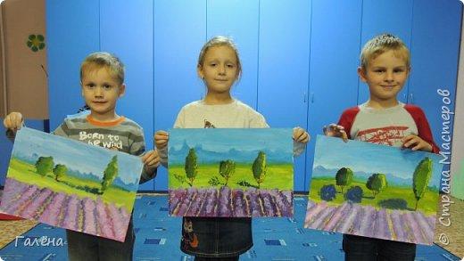 Недавно с ребятами вспоминали лето,рисовали несколько разных пейзажей.Этот,с лавандовыми полями,особенно понравился детям.Решила сделать по нему небольшой МК.Этот МК для тех,кто,не умея рисовать,хочет почувствовать себя художником! И так,для работы нам понадобится поверхность,на чём мы будем рисовать.Это может быть и бумага,и холст,и кусок оргалита,картона.Краски могут быть разными,в зависимости от того,что у Вас есть в наличии.С детьми мы рисовали гуашью,для МК я брала акриловые.Масло было бы идеально!Для смешивания красок нужна палитра.И,конечно,нам нужны кисти.У детей было три щетиновые кисти,№12, №4, №2. фото 16