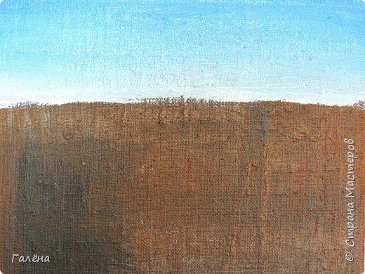 Недавно с ребятами вспоминали лето,рисовали несколько разных пейзажей.Этот,с лавандовыми полями,особенно понравился детям.Решила сделать по нему небольшой МК.Этот МК для тех,кто,не умея рисовать,хочет почувствовать себя художником! И так,для работы нам понадобится поверхность,на чём мы будем рисовать.Это может быть и бумага,и холст,и кусок оргалита,картона.Краски могут быть разными,в зависимости  от того,что у Вас есть в наличии.С детьми мы рисовали гуашью,для МК я брала акриловые.Масло было бы идеально!Для смешивания красок нужна палитра.И,конечно,нам нужны кисти.У детей было три щетиновые кисти,№12, №4, №2. фото 3