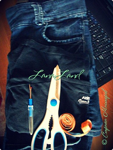 """здравствуйте,мои дорогие ,делюсь с вами как можно увеличить размер любимых джинс, уверена у каждой есть любимые,идеально сидящие штанцы,которые в поясе становятся маловаты))))животик растет,купила я себе брючки для беременных и спортивные штанишки,но джинсы,как ни крути вещь универсальная и подходит подо всё,искала я по магазинам беременные джинсики,но качество было просто ужас,а расцветка вообще кошмар,да и поддержки для живота в магазинных моделях совершенно нет,поэтому хочешь сделать хорошо,сделай сам)))решила из любимых сотворить""""чудо""""))) джинсики для пузика своими ручками из старых джинс и футболки, работа заняла 1,5 часа   фото не переворачивается ((( фото 2"""