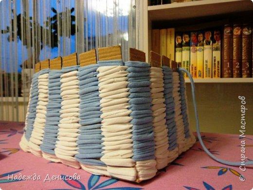 Мастер-класс Поделка изделие Плетение Корзинка из маек Картон Ткань фото 7