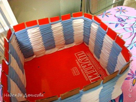 Мастер-класс Поделка изделие Плетение Корзинка из маек Картон Ткань фото 8