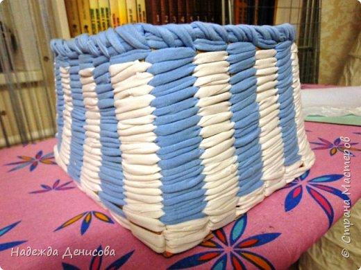 Мастер-класс Поделка изделие Плетение Корзинка из маек Картон Ткань фото 10