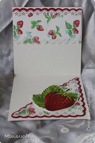 Всем здравствуйте! Сегодня я хочу похвастаться своими ягодными открыточками. В июле мне надо было поздравить родственницу с 45-летием. И вот родилась открыточка. Рамку я подглядела у Машуси на открытке с кошкой. Ее я тоже потом слифтила. (как-нибудь выложу) фото 2