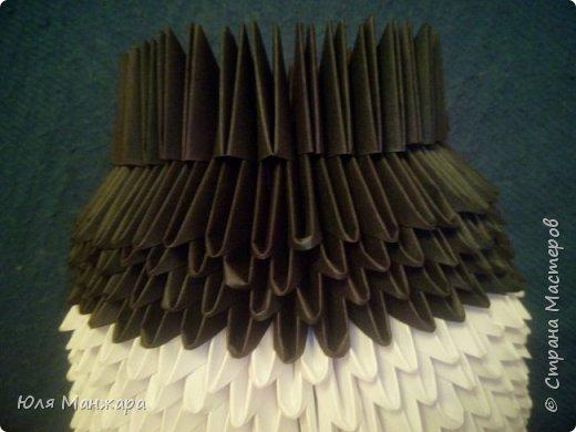 Для этой панды нам понадобится: Бумага: Белая - 137 листов, 1091 модулей А4/8 Черная - 56 листов, 239 модулей А4/8 и 416 модулей А4/16 Зеленая - 5 листов, 36 модулей А4/8 Салатовая 4 листа, 25 модулей А4/8 Клей, ушки, глазки, носик/ротик. фото 5