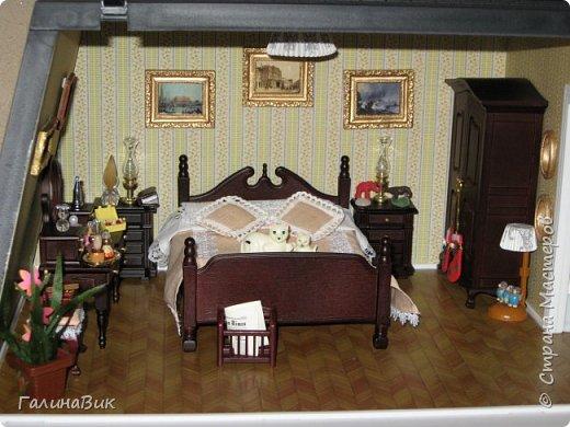 Рада в очередной раз приветствовать всех жителей Страны! Сегодня хочу пригласить в гости любителей миниатюрных кукольных домиков. Начала приобретать элементы Дома (Deagostini) 2 года назад. В глазах моих взрослых гостей всегда вижу неподдельные удивление, восхищение и умиление от увиденного. Итак, начнем экскурсию. фото 25