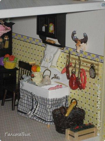 Рада в очередной раз приветствовать всех жителей Страны! Сегодня хочу пригласить в гости любителей миниатюрных кукольных домиков. Начала приобретать элементы Дома (Deagostini) 2 года назад. В глазах моих взрослых гостей всегда вижу неподдельные удивление, восхищение и умиление от увиденного. Итак, начнем экскурсию. фото 14