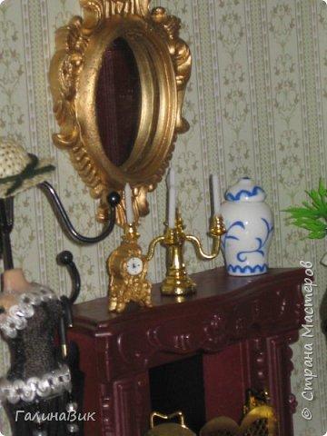 Рада в очередной раз приветствовать всех жителей Страны! Сегодня хочу пригласить в гости любителей миниатюрных кукольных домиков. Начала приобретать элементы Дома (Deagostini) 2 года назад. В глазах моих взрослых гостей всегда вижу неподдельные удивление, восхищение и умиление от увиденного. Итак, начнем экскурсию. фото 5
