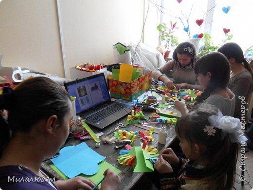 Здравствуйте жители и гости Страны мастеров! Продолжаю тему 8 марта. Детские работы. эти солнышки мы делали на Масленицу.  фото 2