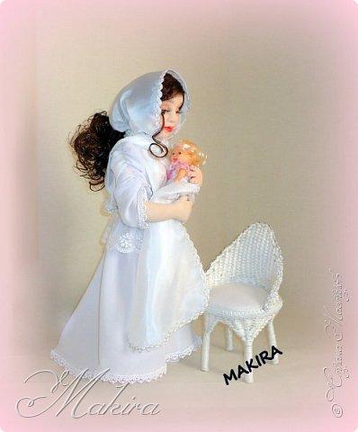 """Композиция """"МАТЬ и ДИТЯ"""" .  Кукла выполнена в скульптурно-текстильной технике с использованием метода """"сухое валяние"""", стоит самостоятельно, рост 46 см., ДИТЯ - материал - пластика, рост 16 см. Кресло выполнено из бумажных трубочек и бельевого шнура."""