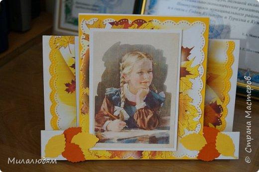 Здравствуйте! Сегодня выставляю осенние открытки своих кружковцев. Девочка делала открытку бабушке на День рождения. Катюше 8 лет. На осеннюю распечатку мы наклеили еще веточки кленовые. Немножко слилось и аляповато получилось. фото 10
