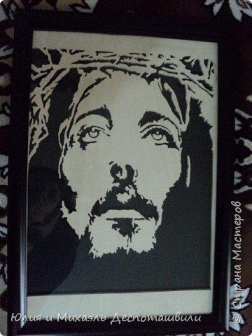 Иисус. Портрет выпилен из 4 мм фанеры. Формат А 4.