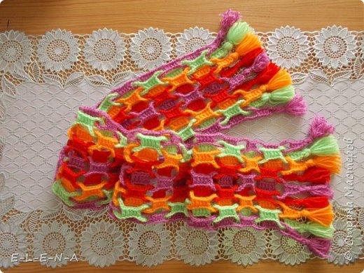 Вчера у моей любимой внученьки был День Рождения и я подарила ей вот такой веселый шарфик! По этой ссылке я вязала http://www.liveinternet.ru/users/5165291/post340463631/
