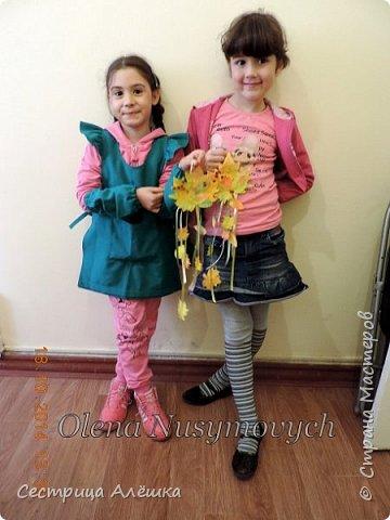 Доброго времени суток Страна!!! Сидела в инете, искала идеи к субботнему занятию с детьми и увидела вот этот мастер-класс   http://www.liveinternet.ru/users/olena_nusymovych/post340193756/. Вообще, мое любимое время года - осень и так захотелось задержать ее, красавицу и полюбоваться ...... Решила сделать листики клена, ну а потом....... сами видите, что получилось потом). фото 17