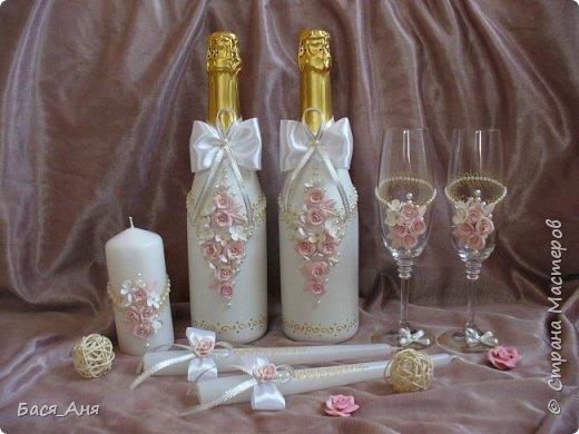 После долгого отсутствия возвращаюсь со свадебным набором.Здравствуйте!                                                                                                                                              Заказали мне набор в бело-розовой гамме, с золотой росписью.  Вот, что в итоге получилось.
