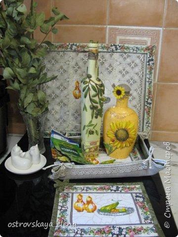 """Всем-ВСЕМ здравствуйте!!!!! Сегодня у меня кухонный комплект: декупаж, лепка, текстиль.... Сделала две бутылочки под масло - оливковое и подсолнечное, текстильную """"корзиночку"""" для них (бутылочек, прихватку и текстильную картину. фото 1"""