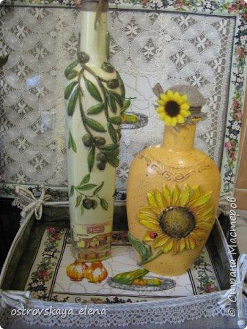 """Всем-ВСЕМ здравствуйте!!!!! Сегодня у меня кухонный комплект: декупаж, лепка, текстиль.... Сделала две бутылочки под масло - оливковое и подсолнечное, текстильную """"корзиночку"""" для них (бутылочек, прихватку и текстильную картину. фото 2"""