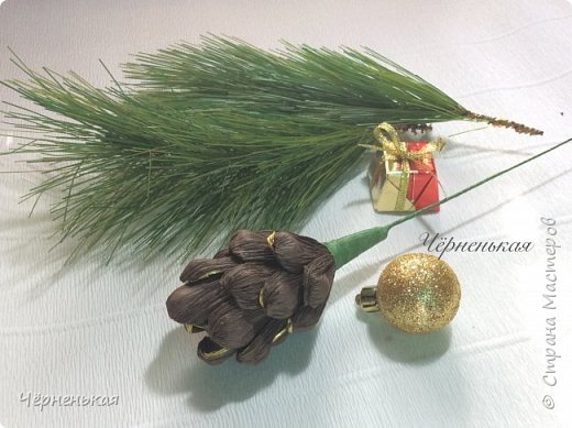 Мастер-класс Новый год Шишки из конфет мастер класс Бумага гофрированная фото 10